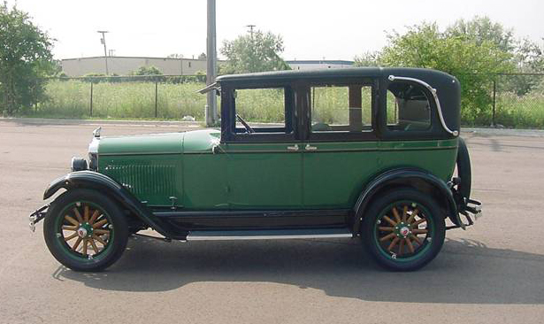 1926 PONTIAC 4 DOOR SEDAN - Front 3/4 - 71887