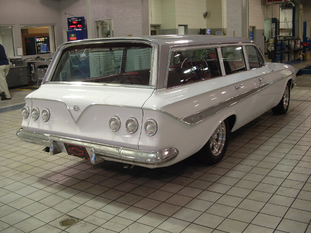 1961 CHEVROLET NOMAD CUSTOM STATION WAGON - Rear 3/4 - 71927