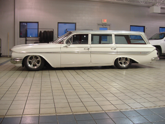 1961 CHEVROLET NOMAD CUSTOM STATION WAGON - Side Profile - 71927