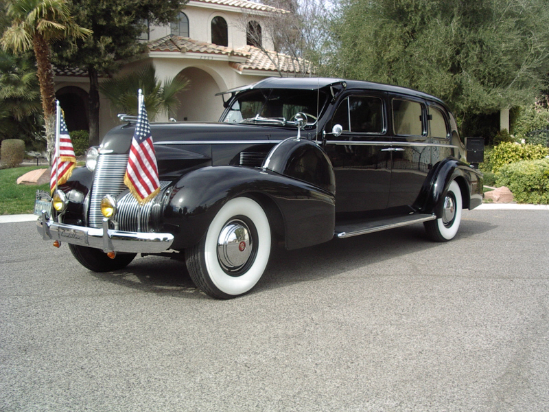 1939 CADILLAC 7533 IMPERIAL TOURING SEDAN - Front 3/4 - 72363