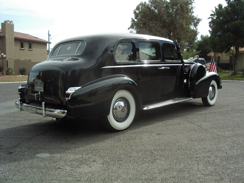 1939 CADILLAC 7533 IMPERIAL TOURING SEDAN - Rear 3/4 - 72363