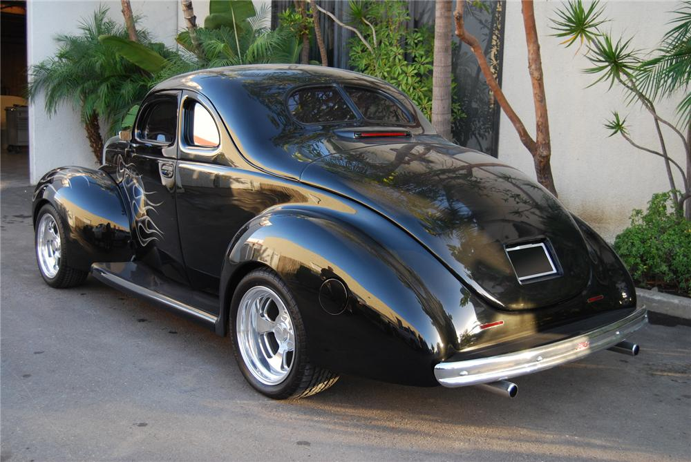 1940 FORD CUSTOM 2 DOOR COUPE - Rear 3/4 - 72441