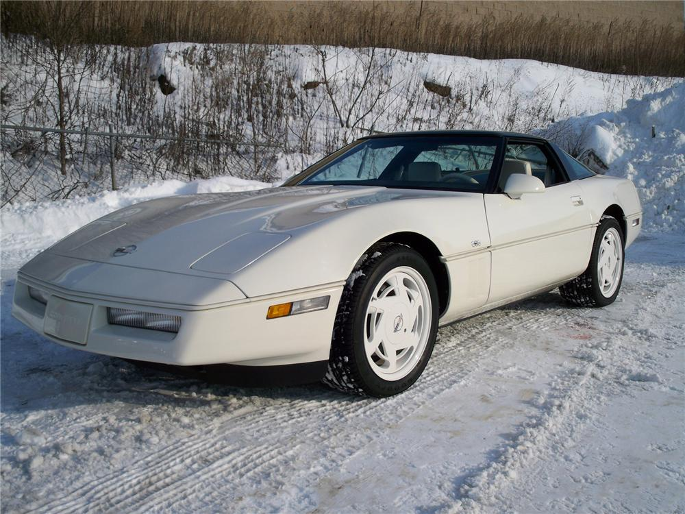 1988 CHEVROLET CORVETTE COUPE 35TH ANNIVERSARY EDITION - Front 3/4 - 75009