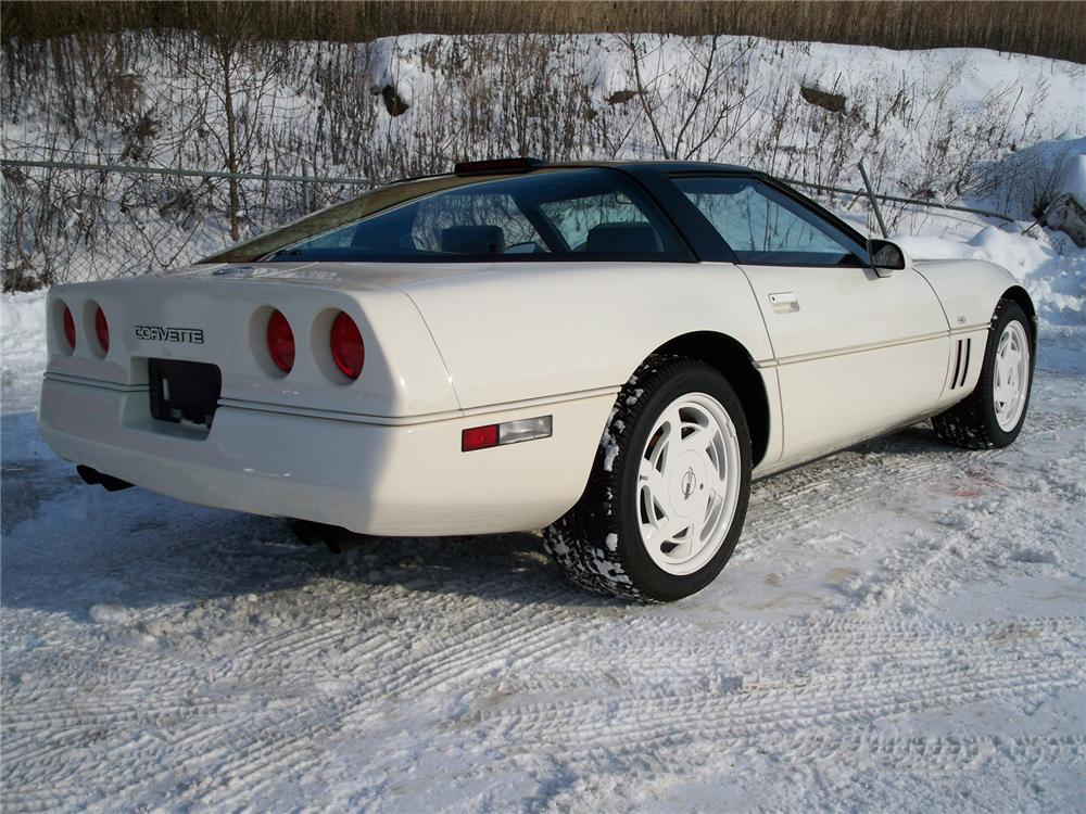 1988 CHEVROLET CORVETTE COUPE 35TH ANNIVERSARY EDITION - Rear 3/4 - 75009
