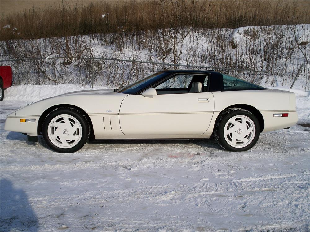 1988 CHEVROLET CORVETTE COUPE 35TH ANNIVERSARY EDITION - Side Profile - 75009
