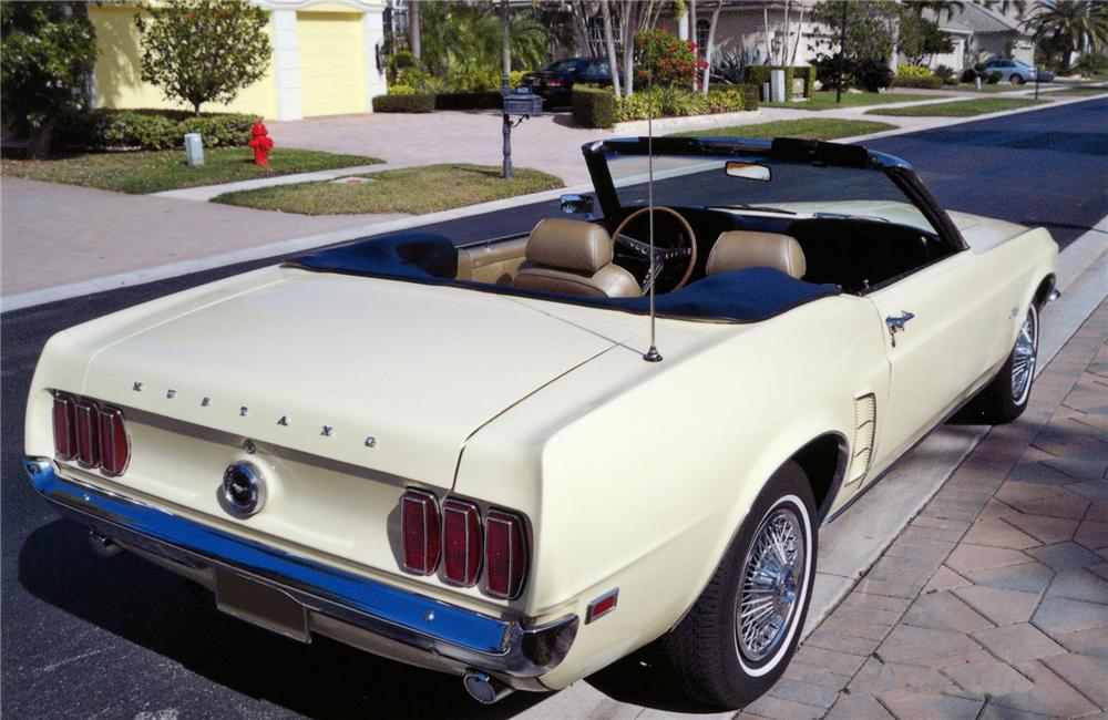 1969 FORD MUSTANG CONVERTIBLE - Rear 3/4 - 75061