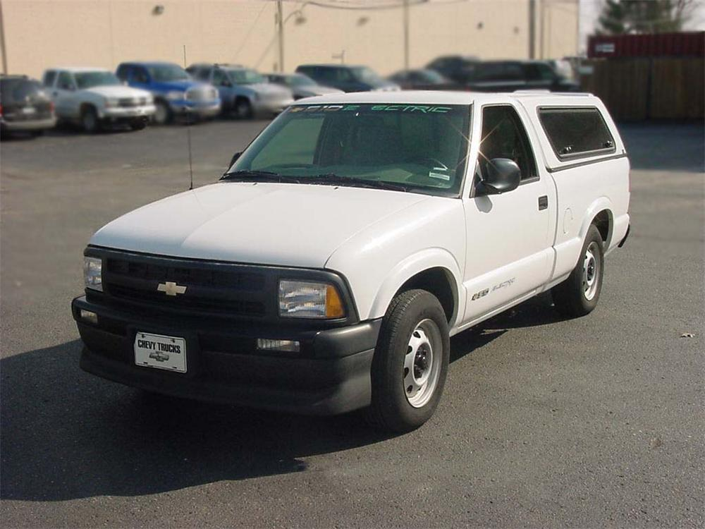 1998 CHEVROLET S-10 ELECTRIC TRUCK - Front 3/4 - 75087