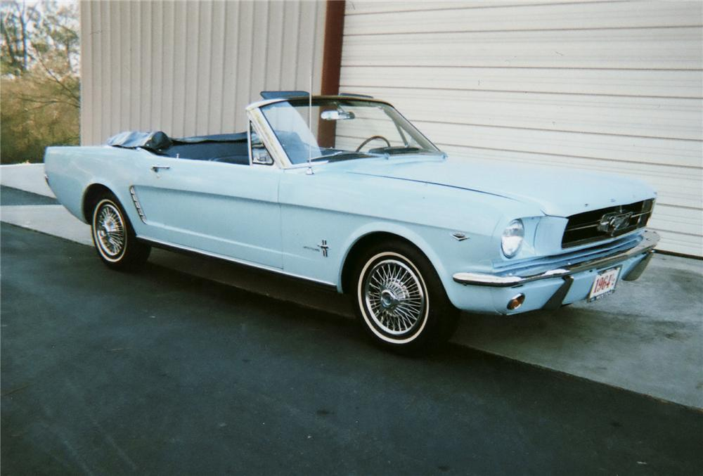 1965 FORD MUSTANG CONVERTIBLE - Front 3/4 - 75136