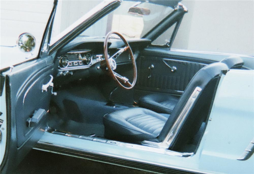 1965 FORD MUSTANG CONVERTIBLE - Interior - 75136