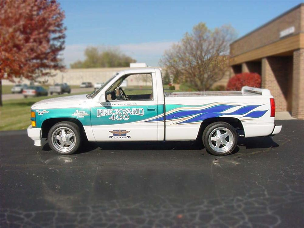 1995 CHEVROLET C/K 1500 BRICKYARD 400 PACE TRUCK #2 - Front 3/4 - 75180