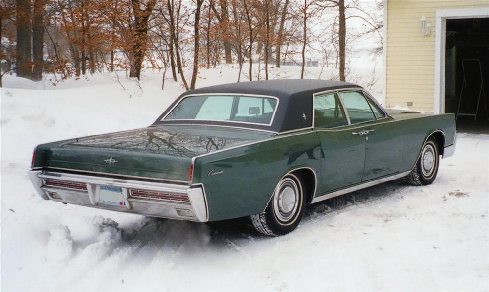 1967 LINCOLN CONTINENTAL 4 DOOR SEDAN - Rear 3/4 - 75228