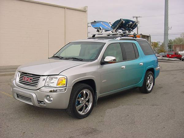 "2004 GMC CUSTOM ""WATER SPORTS"" SUV - Front 3/4 - 75495"