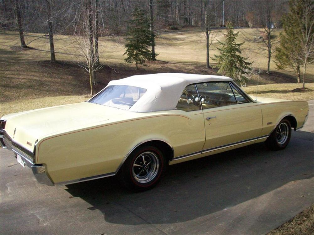 1967 OLDSMOBILE CUTLASS 442 CONVERTIBLE - Front 3/4 - 75507