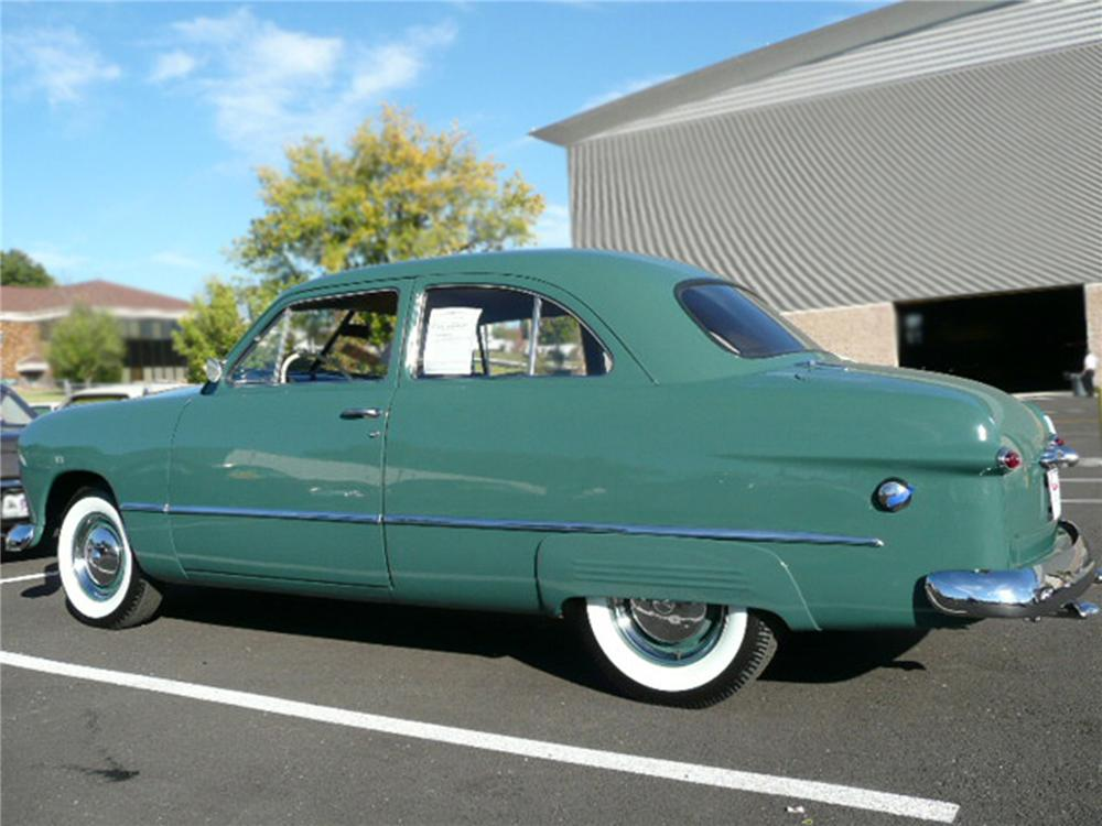 1949 FORD CUSTOM 2 DOOR COUPE - Rear 3/4 - 79037