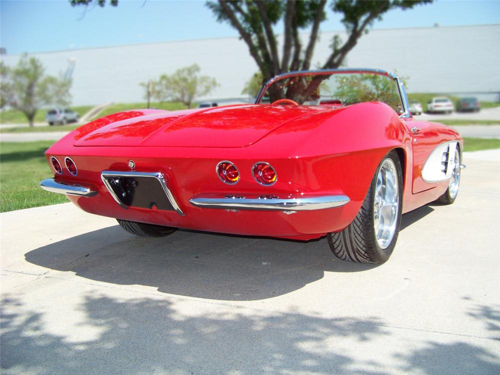 1961 CHEVROLET CORVETTE CONVERTIBLE - Rear 3/4 - 79091