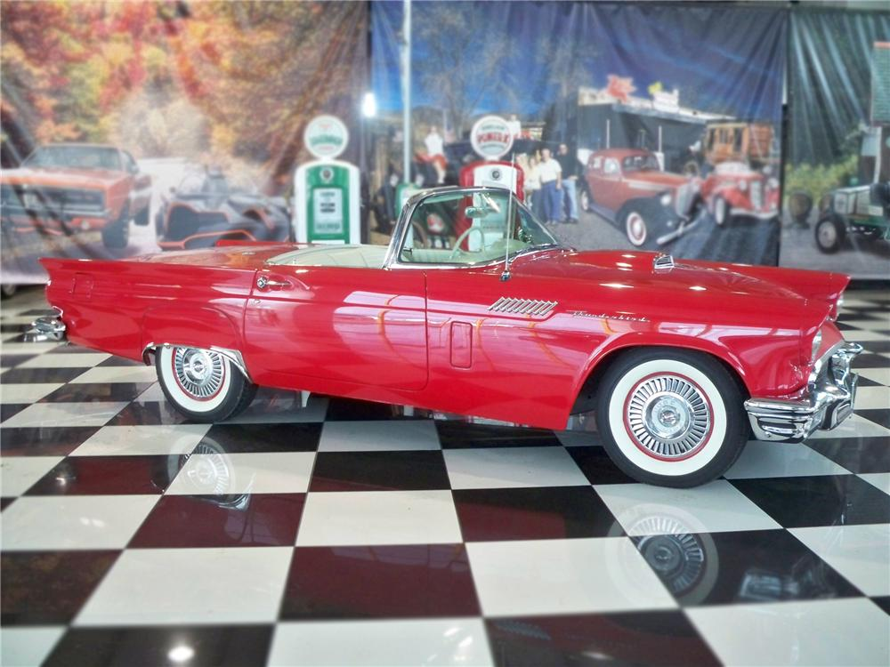 1957 FORD THUNDERBIRD CONVERTIBLE - Side Profile - 79104