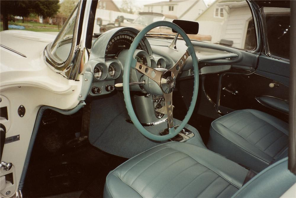 1959 CHEVROLET CORVETTE CONVERTIBLE - Interior - 79117