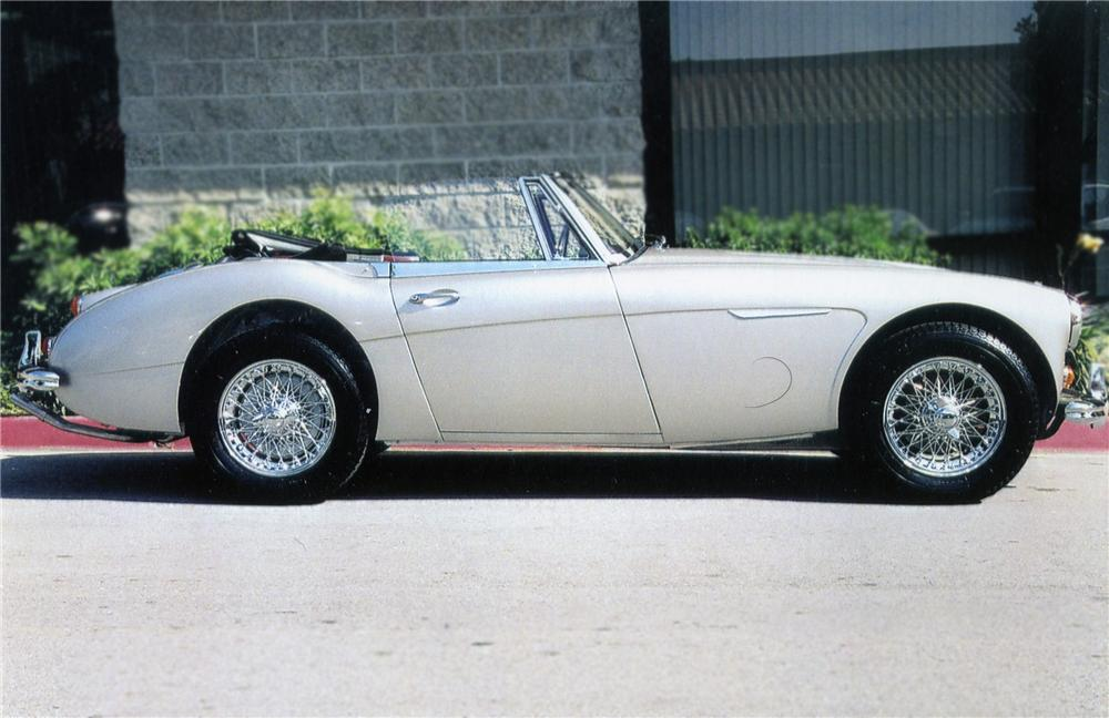 1967 AUSTIN-HEALEY 3000 MARK III BJ8 SPORTS CONVERTIBLE - Side Profile - 79122