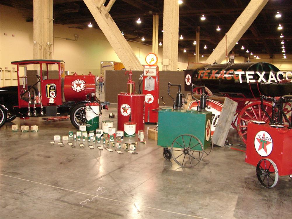 0 TEXACO OIL MUSEUM INCLUDING 180 PIECES OF TEXACO MEMORABILIA - Interior - 79136