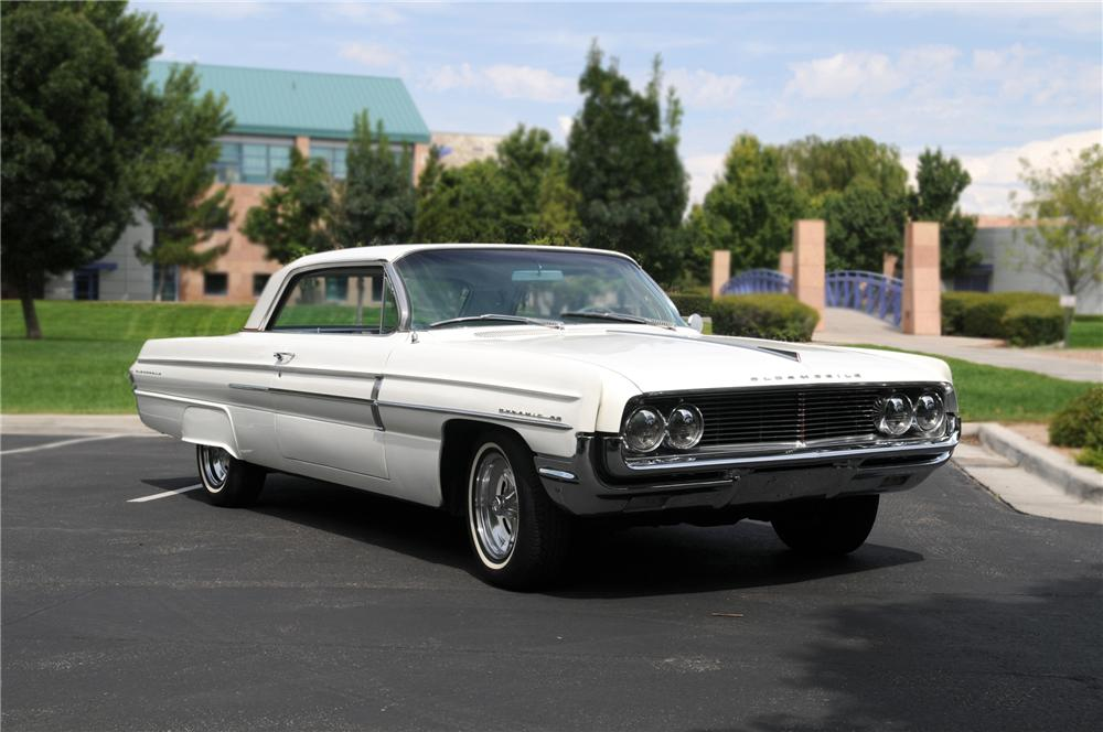 1962 OLDSMOBILE DYNAMIC 88 2 DOOR HARDTOP - Front 3/4 - 79162