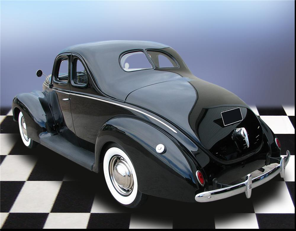 1939 FORD STANDARD 5 WINDOW COUPE - Rear 3/4 - 79196