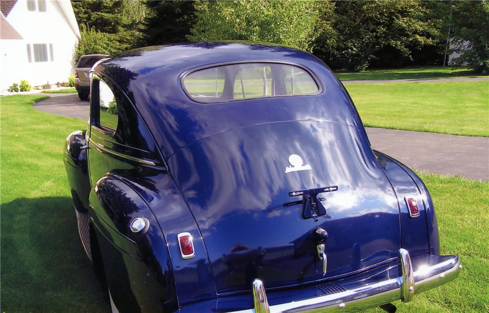 1940 PLYMOUTH DELUXE 2 DOOR SEDAN - Rear 3/4 - 79238