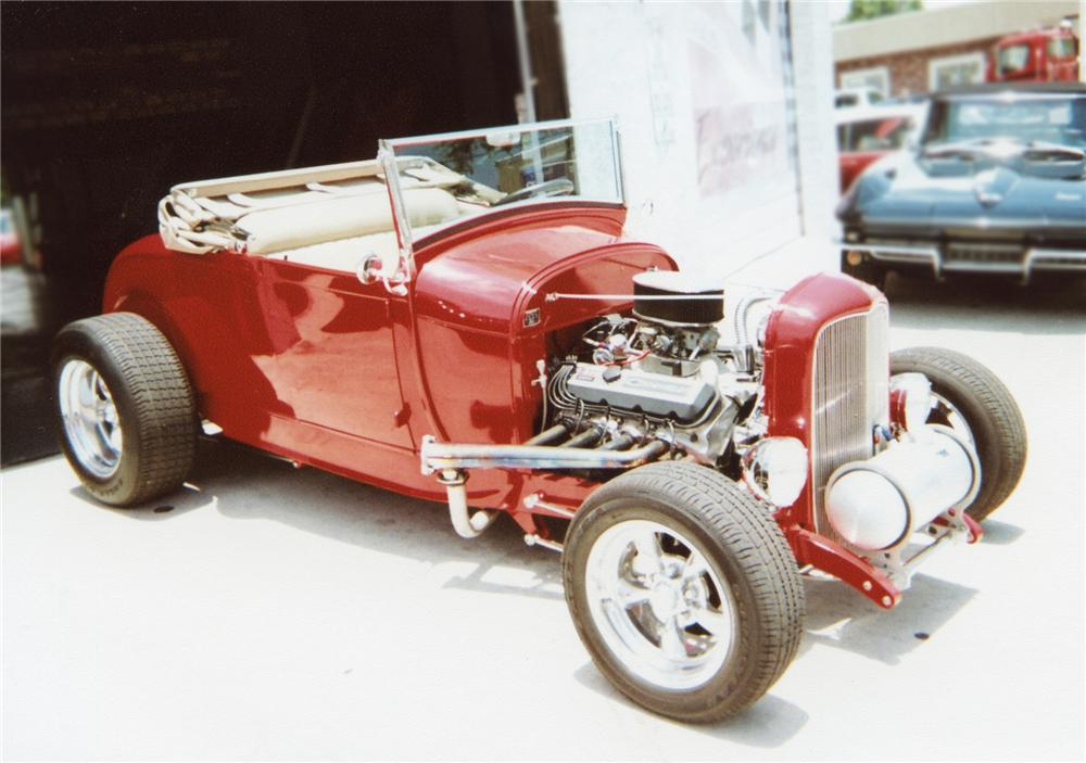 1929 FORD HI-BOY ROADSTER - Front 3/4 - 79274