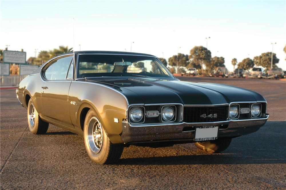 1968 OLDSMOBILE HOLIDAY 442 COUPE - Front 3/4 - 79275