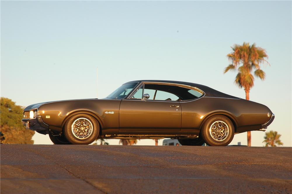 1968 OLDSMOBILE HOLIDAY 442 COUPE - Side Profile - 79275