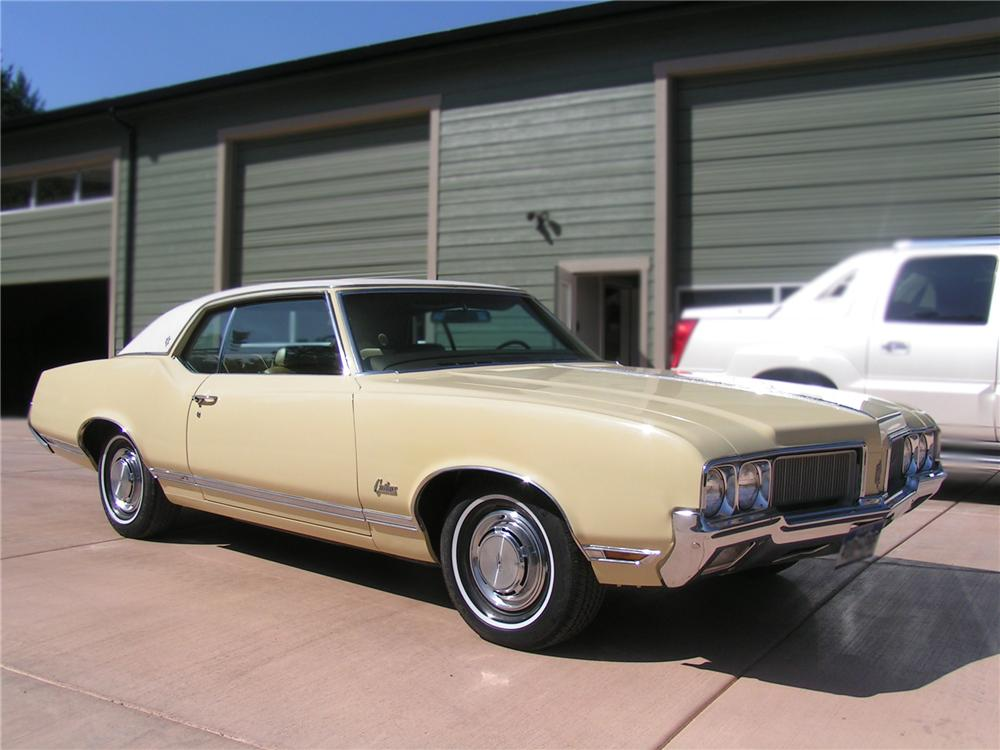 1970 OLDSMOBILE CUTLASS SUPREME 2 DOOR HARDTOP - Front 3/4 - 79519