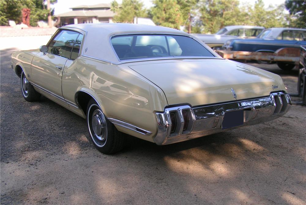 1970 OLDSMOBILE CUTLASS SUPREME 2 DOOR HARDTOP - Rear 3/4 - 79519