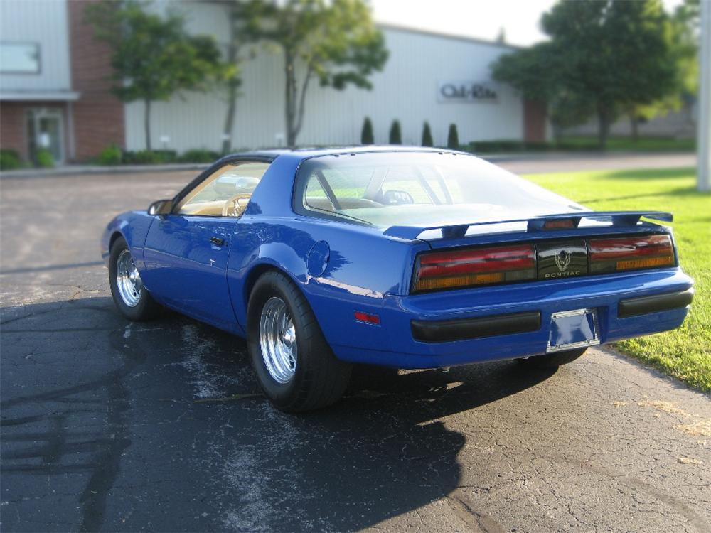 1987 PONTIAC FIREBIRD CUSTOM COUPE - Rear 3/4 - 79525
