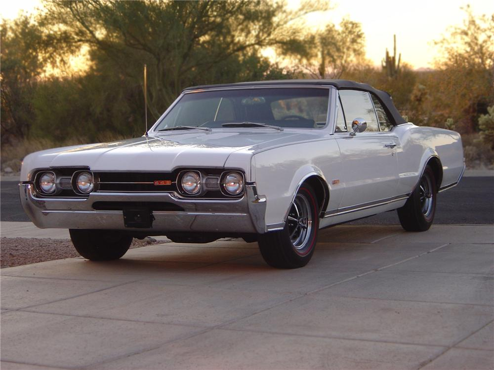 1967 OLDSMOBILE CUTLASS SUPREME CONVERTIBLE - Front 3/4 - 79533
