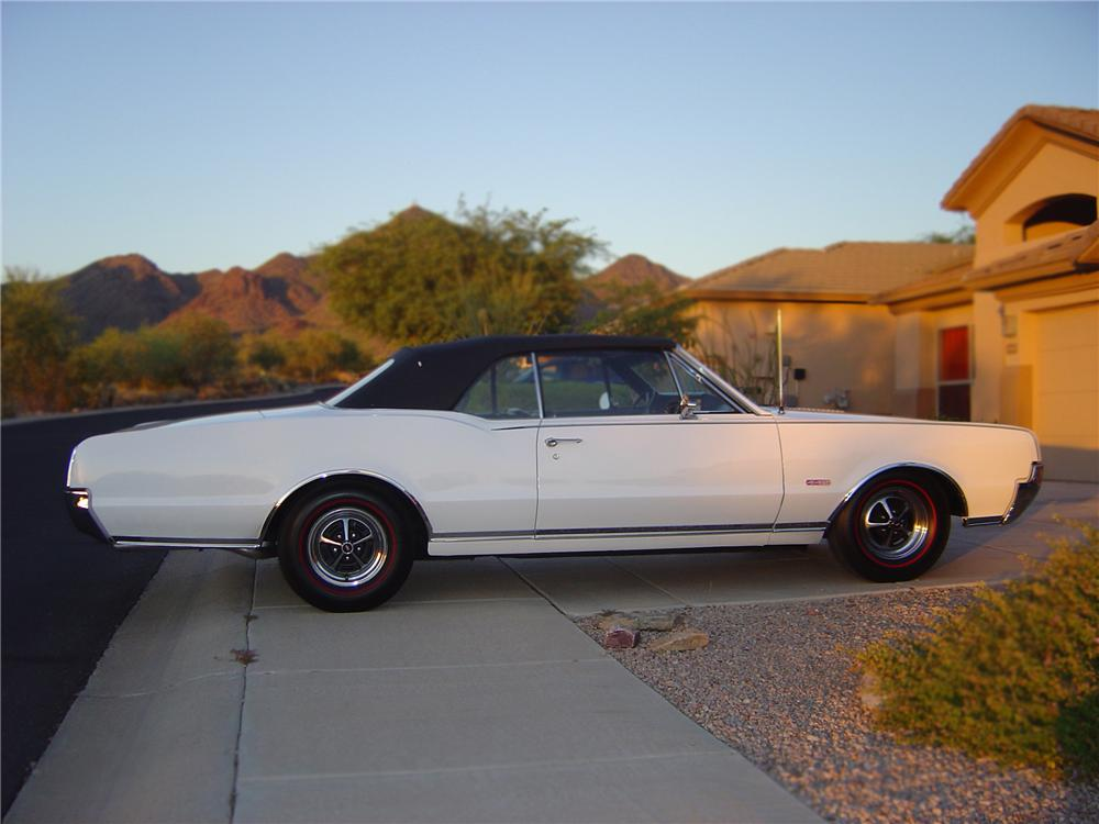 1967 OLDSMOBILE CUTLASS SUPREME CONVERTIBLE - Side Profile - 79533