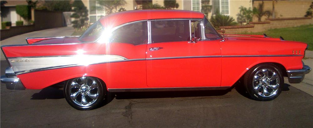 1957 CHEVROLET 210 CUSTOM 2 DOOR HARDTOP - Side Profile - 79759