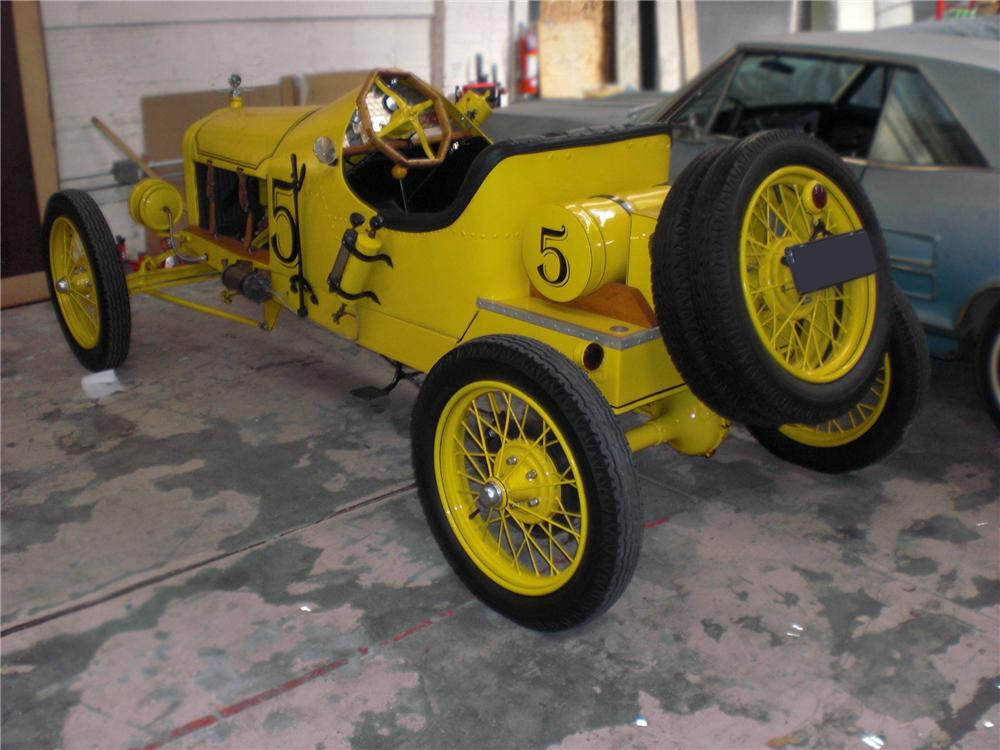 1920 FORD MODEL T ROADSTER - Rear 3/4 - 79820