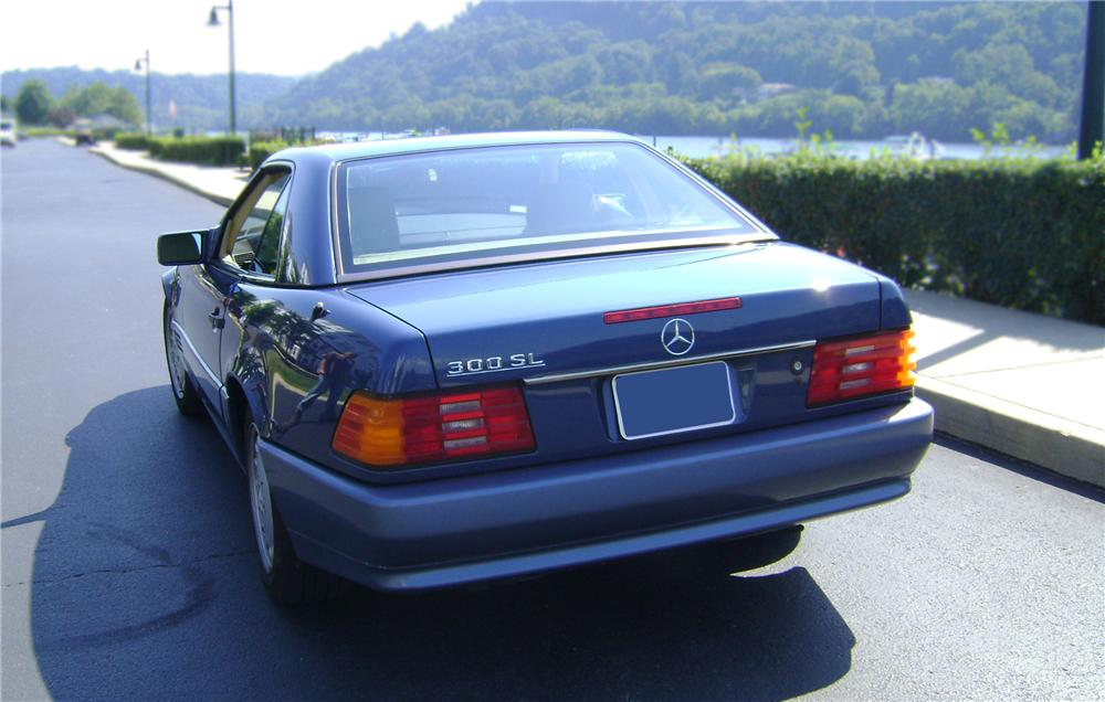 1990 MERCEDES-BENZ 300SL CONVERTIBLE - Rear 3/4 - 79821