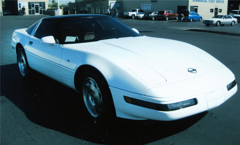 1993 CHEVROLET CORVETTE 2 DOOR COUPE - Front 3/4 - 79895