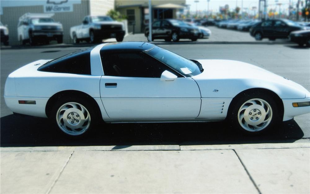 1993 CHEVROLET CORVETTE 2 DOOR COUPE - Side Profile - 79895