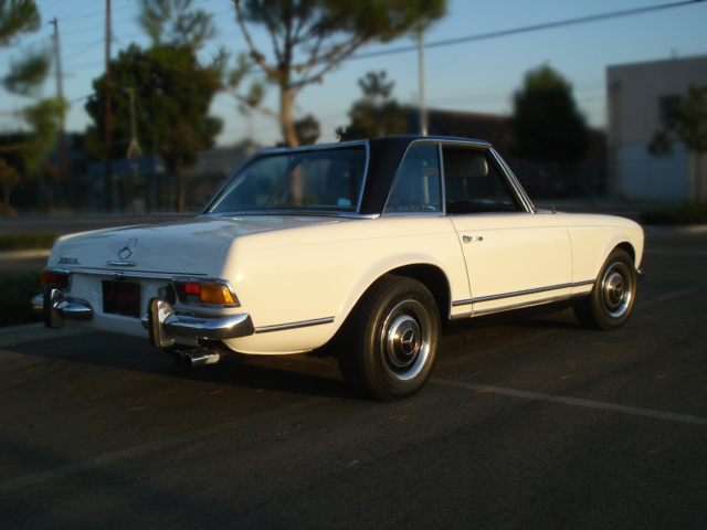 1967 MERCEDES-BENZ 230SL 2 DOOR CONVERTIBLE - Rear 3/4 - 79898