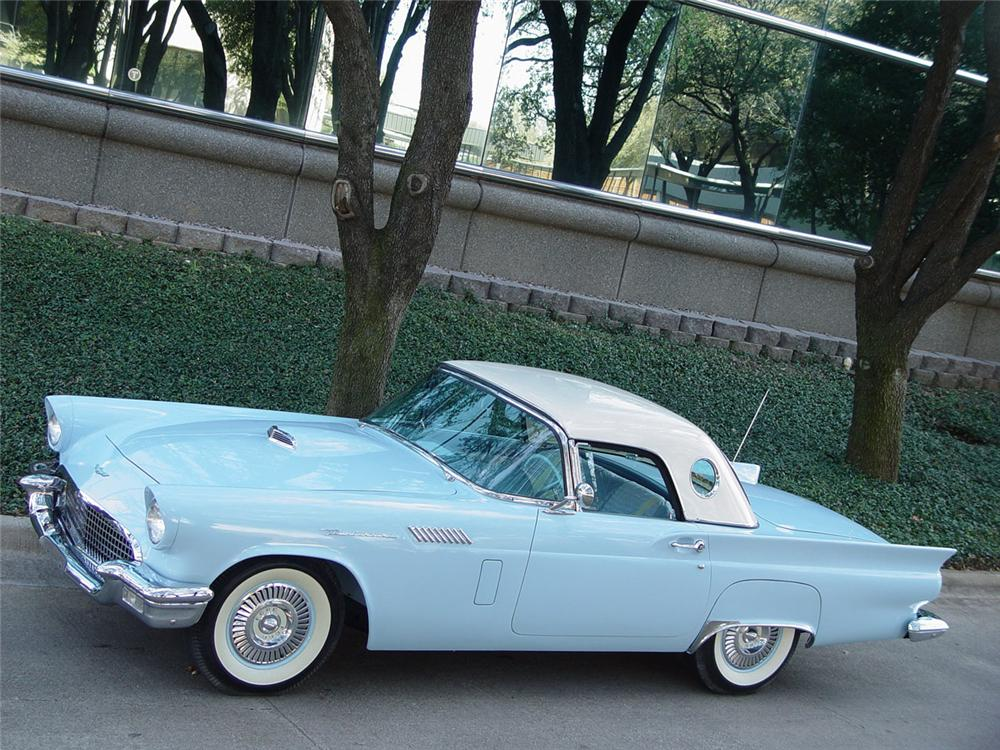 1957 FORD THUNDERBIRD CONVERTIBLE - Front 3/4 - 80904