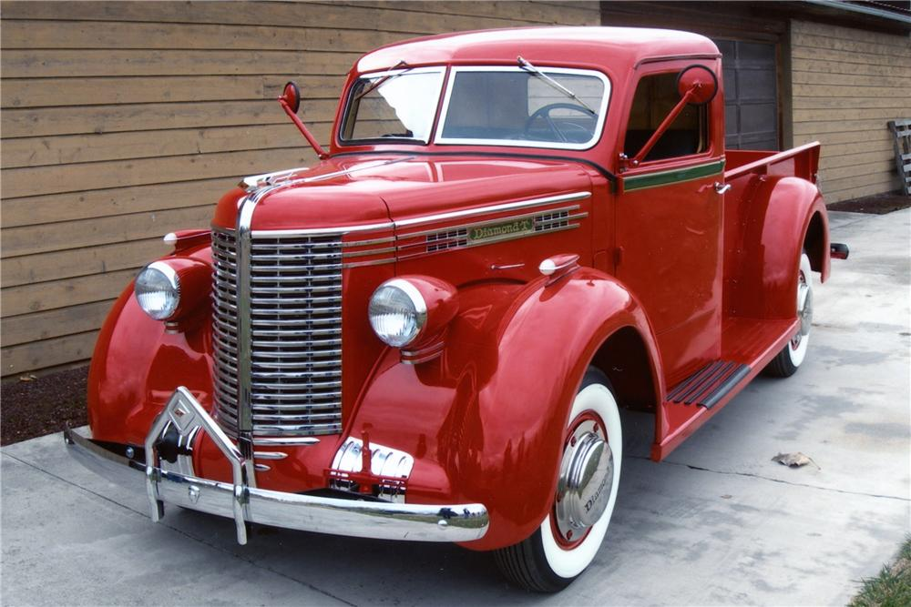 1938 DIAMOND T 201 PICKUP - Front 3/4 - 80933