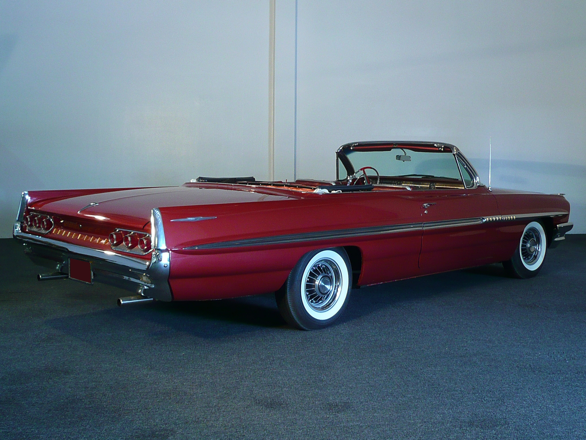1961 PONTIAC BONNEVILLE CONVERTIBLE - Rear 3/4 - 80938