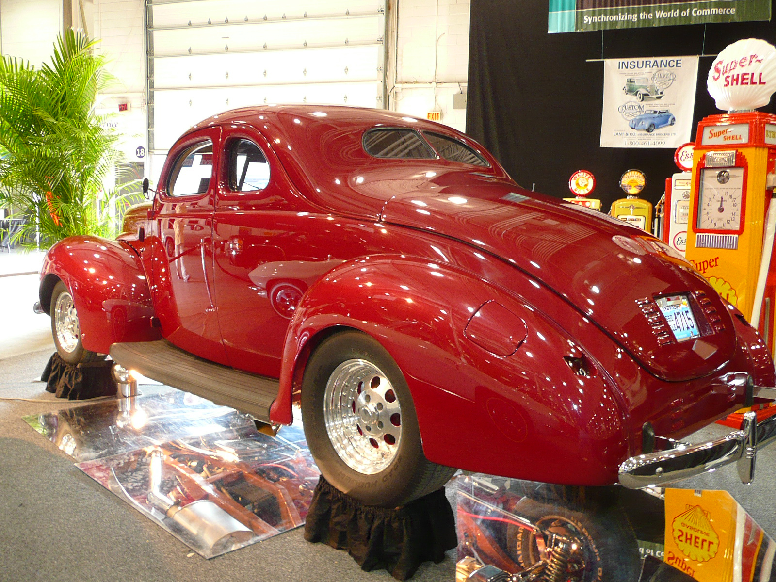 1940 FORD STREET ROD COUPE - Rear 3/4 - 80944