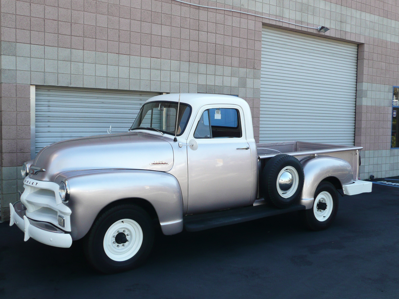 1954 CHEVROLET 3600 LONG BED PICKUP - Front 3/4 - 80992
