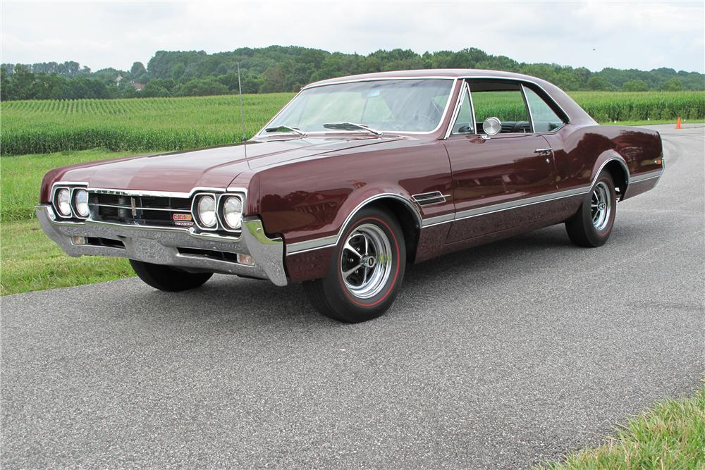 1966 OLDSMOBILE CUTLASS 442 2 DOOR HOLIDAY COUPE - Front 3/4 - 81012