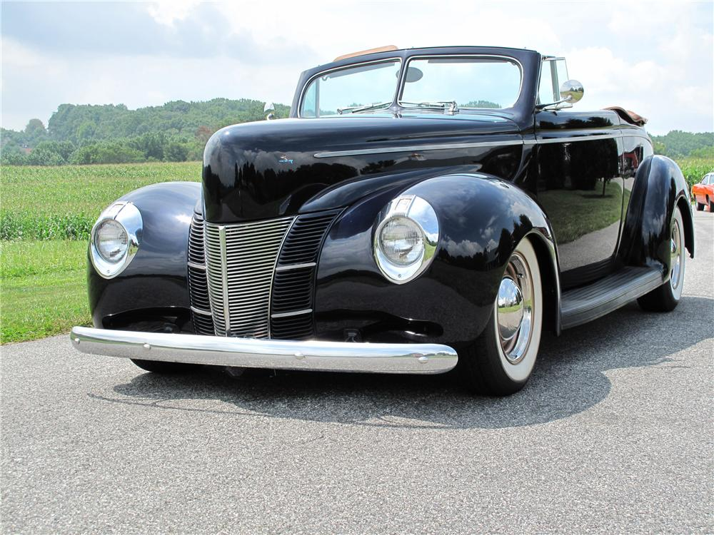 1940 FORD CUSTOM 2 DOOR CONVERTIBLE - Front 3/4 - 81018