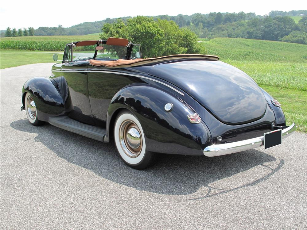 1940 FORD CUSTOM 2 DOOR CONVERTIBLE - Rear 3/4 - 81018