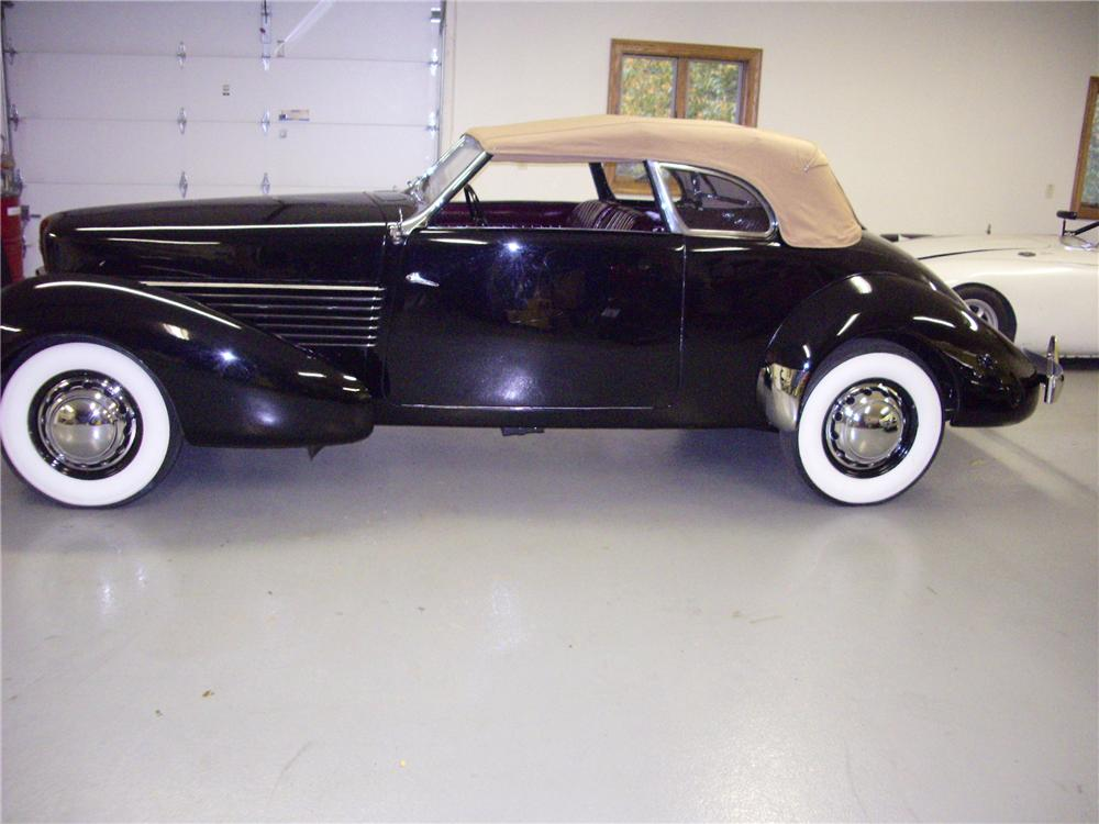1937 CORD 812 PHAETON - Side Profile - 81032