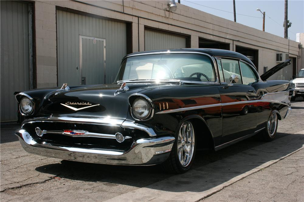1957 CHEVROLET BEL AIR CUSTOM 2 DOOR HARDTOP - Front 3/4 - 81055